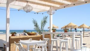 chiringuitos-de-moda-en-valencia-a-la -bartola-beach